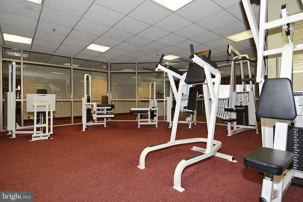 Well equipped exercise room - 1276 N WAYNE ST #805, ARLINGTON