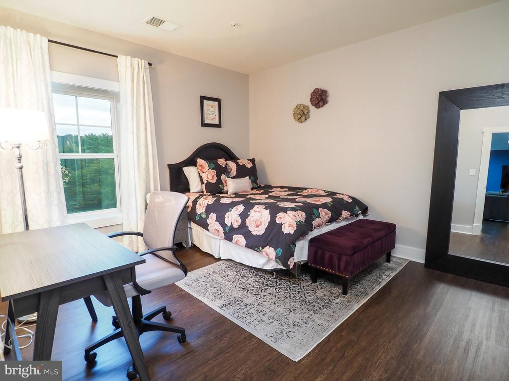 Legal 5th bedroom in basement with full window - 2480 POTOMAC RIVER BLVD, DUMFRIES