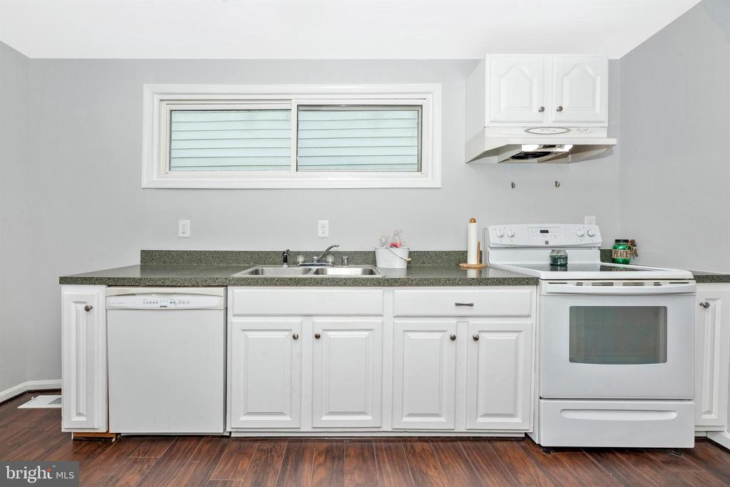 Kitchen - 808 KNOXVILLE RD, KNOXVILLE