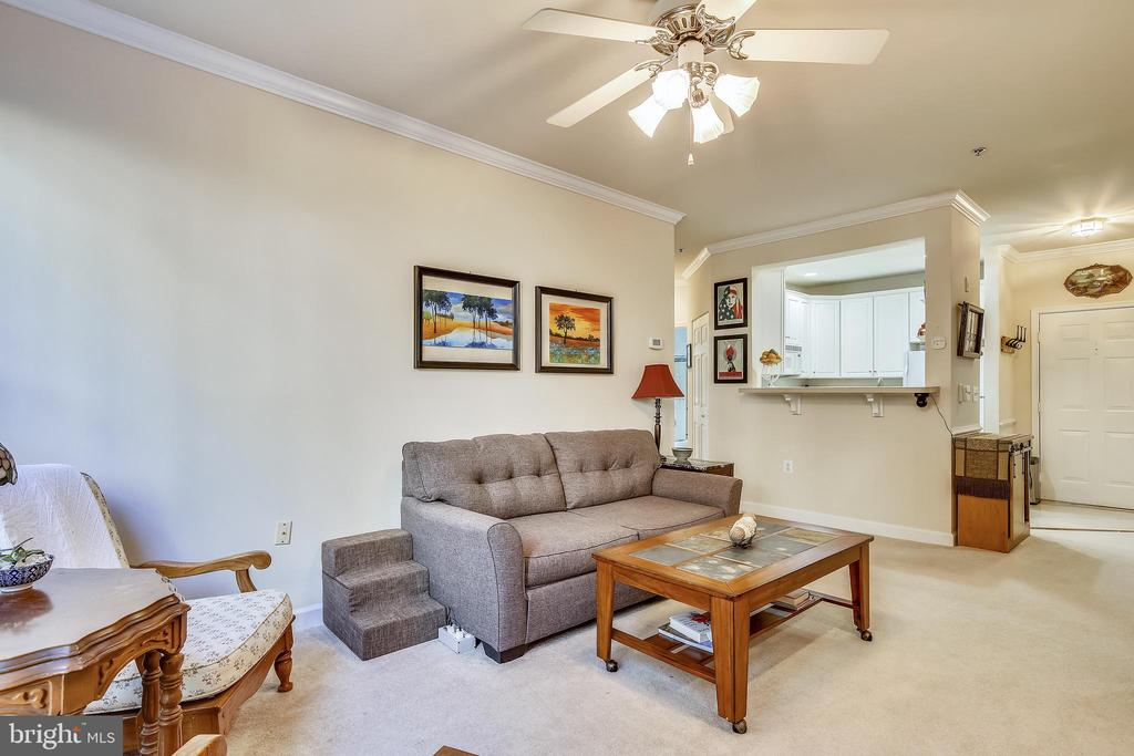 Living Room - 1320 N WAYNE ST #208, ARLINGTON