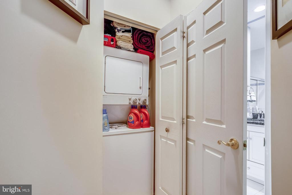 Laundry in the Unit - 1320 N WAYNE ST #208, ARLINGTON
