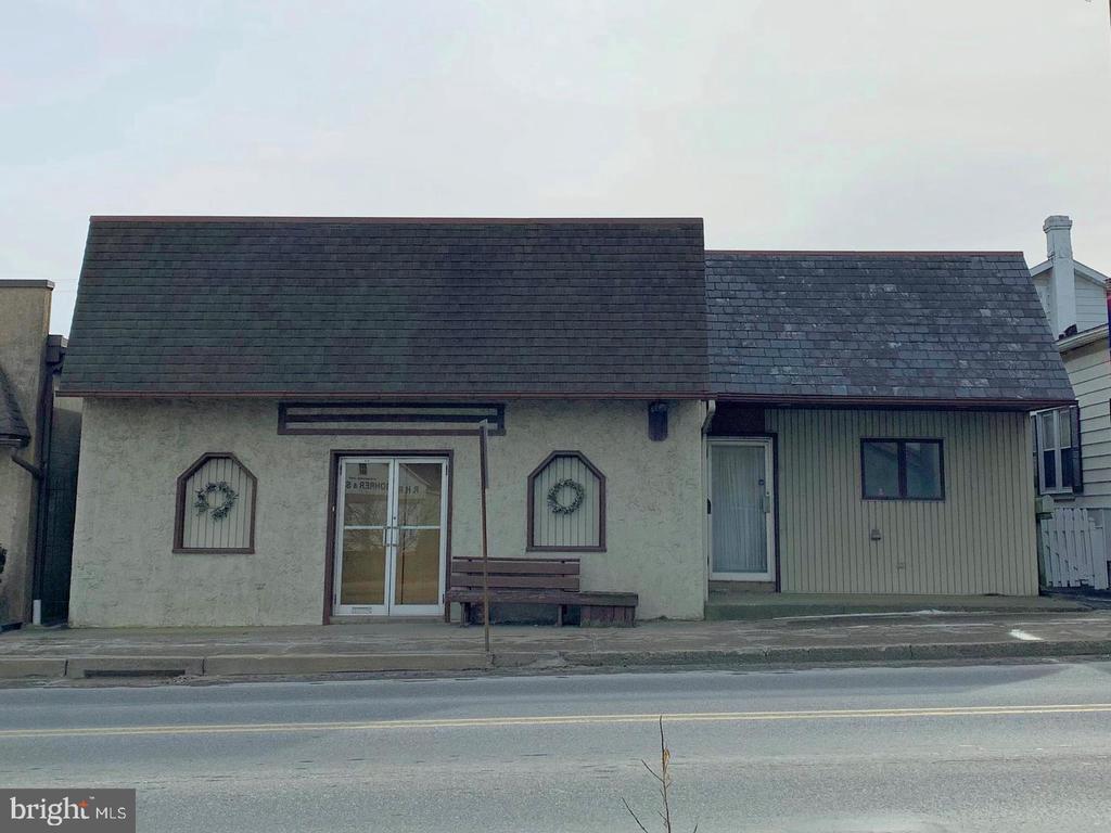 13 E STATE ST, Quarryville PA 17566