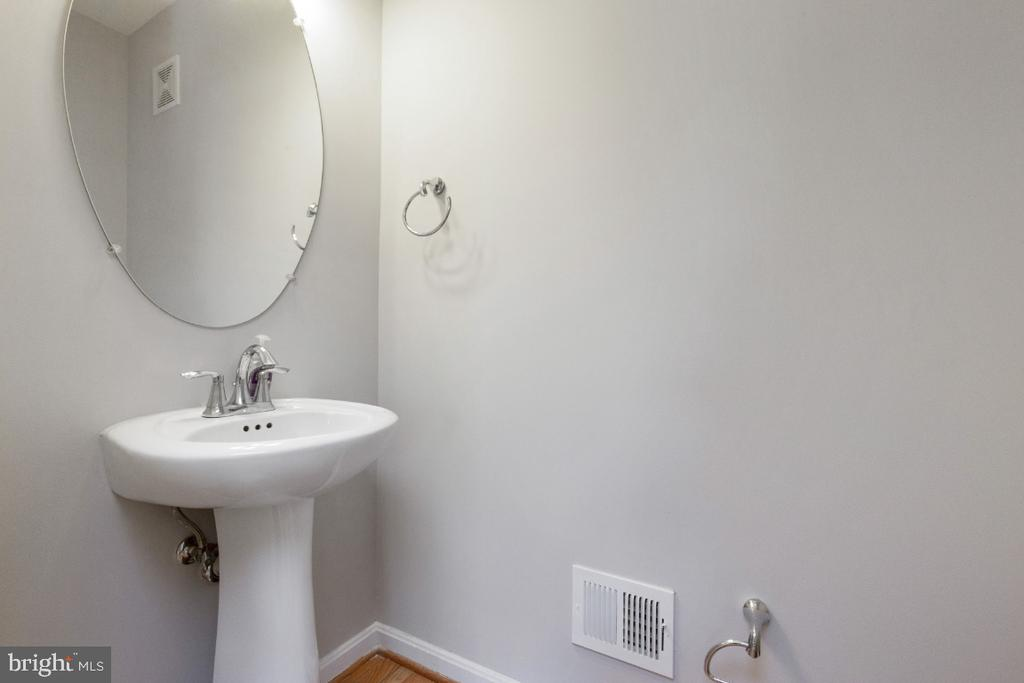 Powder Room - 19227 WINMEADE DR, LEESBURG