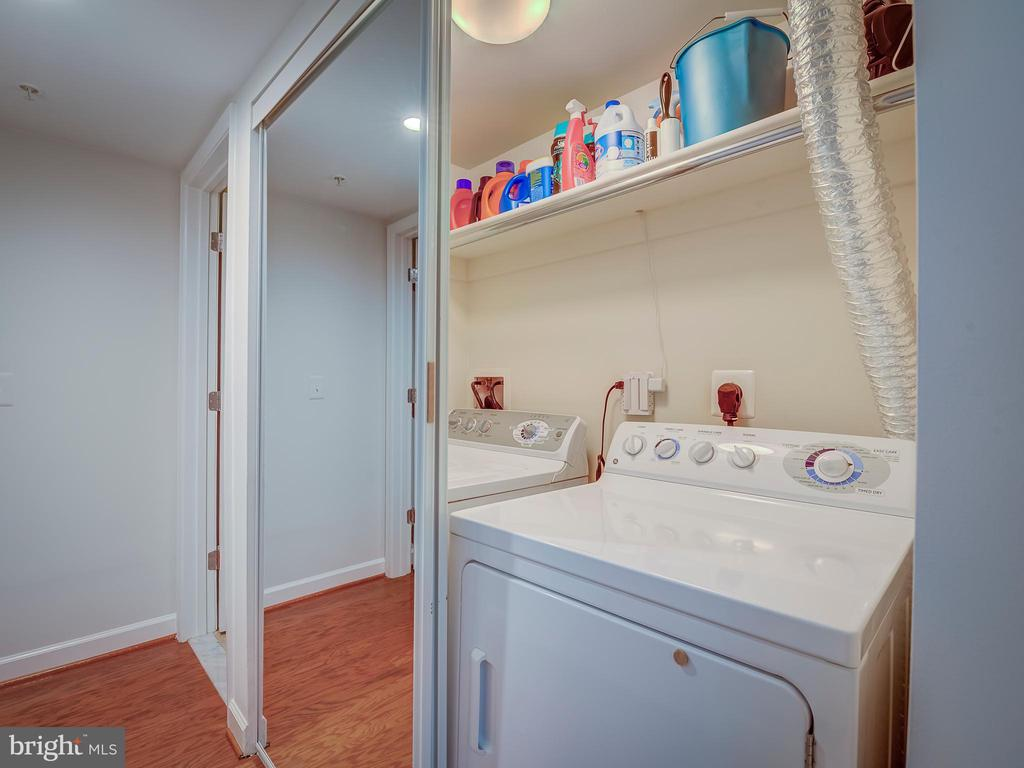 Full size Washer & Dryer - 4141 S FOUR MILE RUN DR #104, ARLINGTON