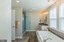 Owner bath with soaking tub and stall shower - 16928 TAKEAWAY LN, DUMFRIES