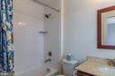 Full bath in 4 the bedroom upstairs - 16928 TAKEAWAY LN, DUMFRIES
