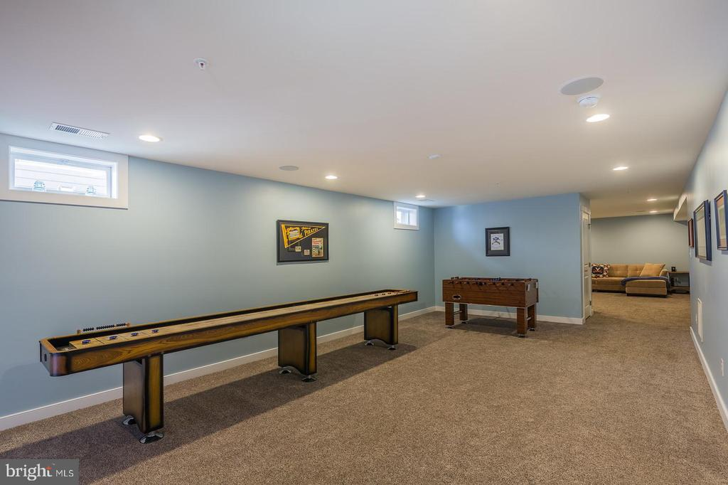 Recessed lighting makes for bright space - 16928 TAKEAWAY LN, DUMFRIES