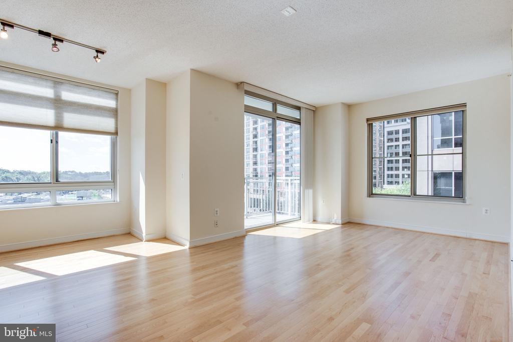 gorgeous views, sunlit rooms and gleaming hardwood - 820 N POLLARD ST #504, ARLINGTON