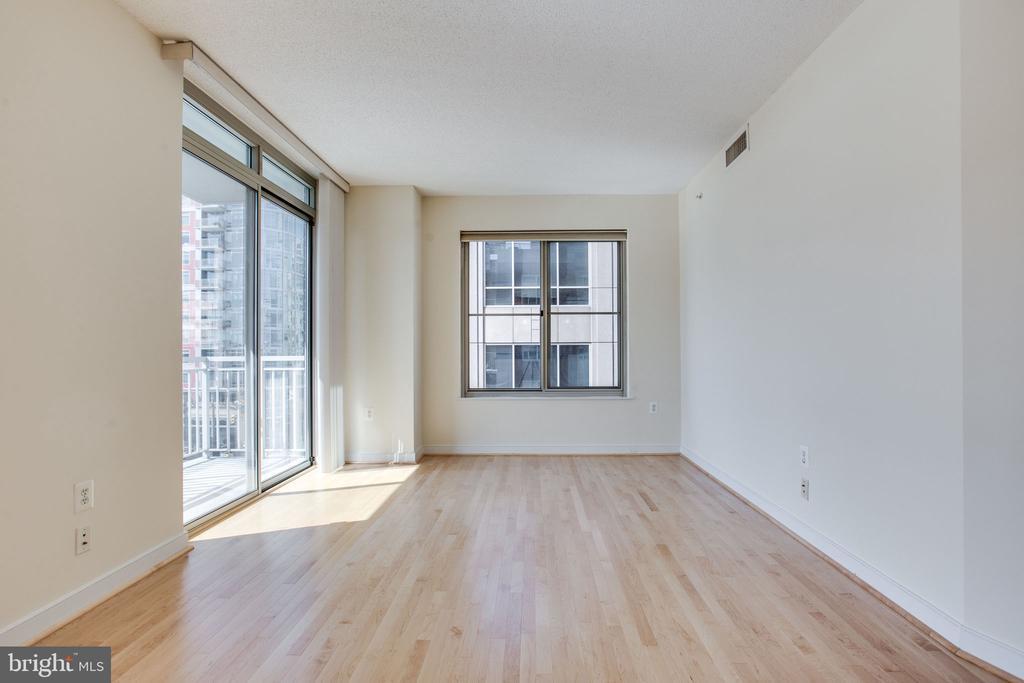 gleaming hardwood floors - 820 N POLLARD ST #504, ARLINGTON