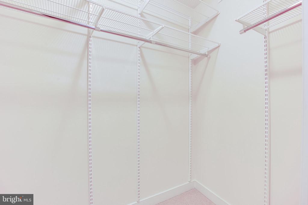 closet organizers - 820 N POLLARD ST #504, ARLINGTON