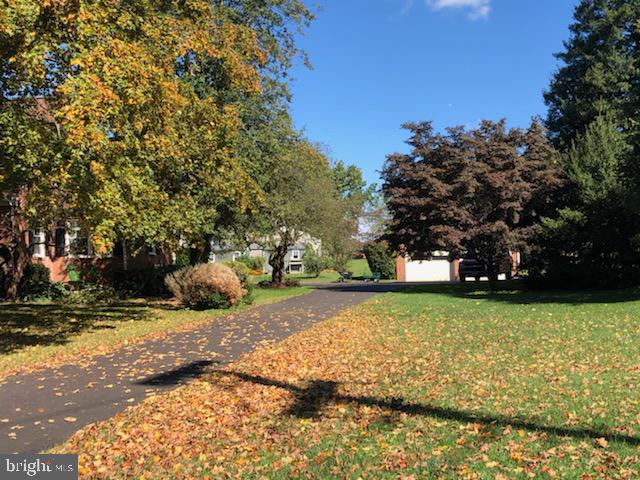 Redone paved driveway. - 821 W MAIN ST, PURCELLVILLE