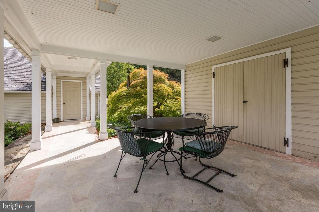 Breezeway from pool area to garage - 8730 FOX GAP RD, MIDDLETOWN