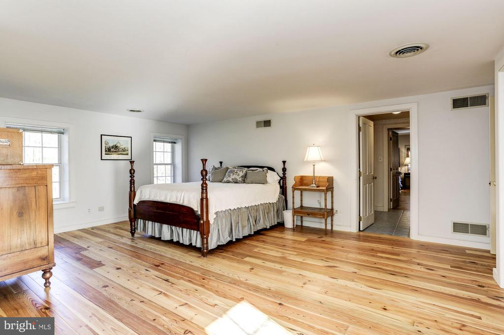 Second bedroom with walk up staircase to attic - 8730 FOX GAP RD, MIDDLETOWN