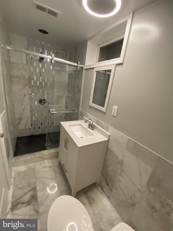 Full bathroom in basement - 15105 MCKNEW RD, BURTONSVILLE