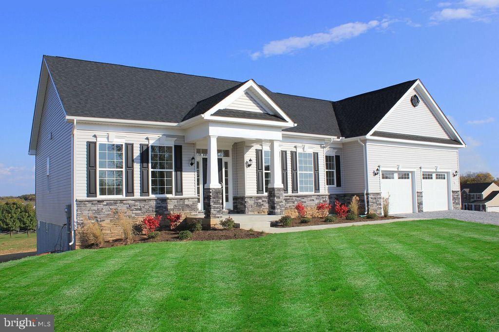 Single Family Homes 为 销售 在 Falling Waters, 西弗吉尼亚州 25419 美国