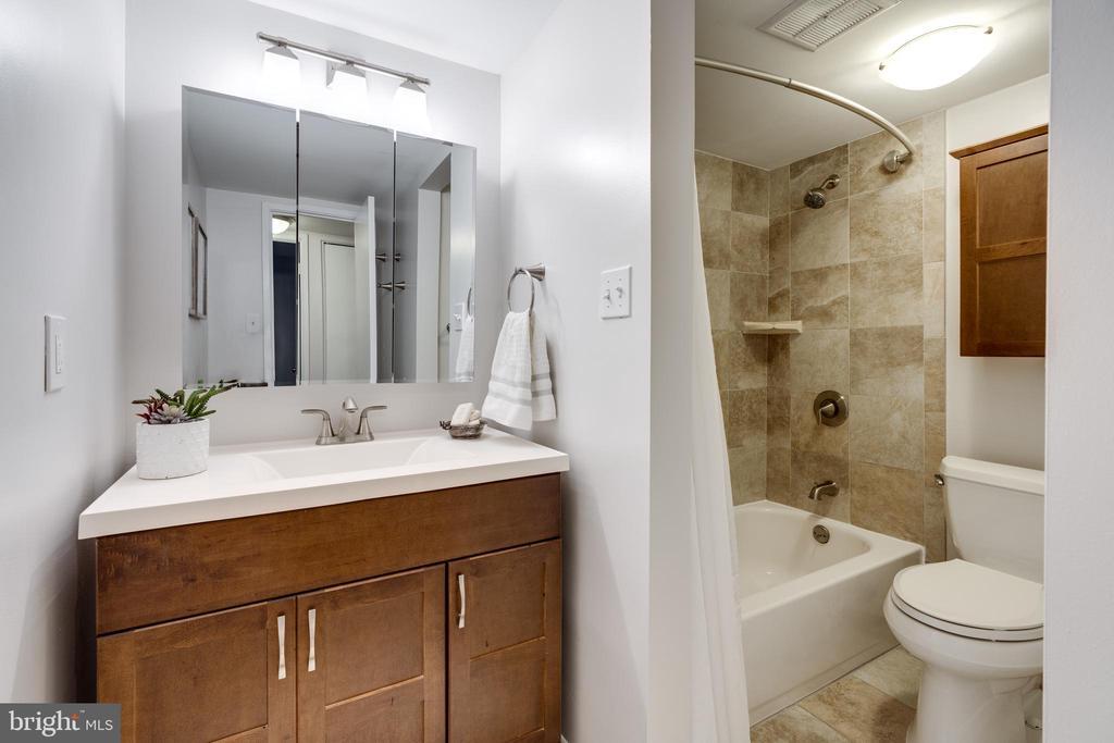Bathroom - 5160 MARIS AVE #100, ALEXANDRIA