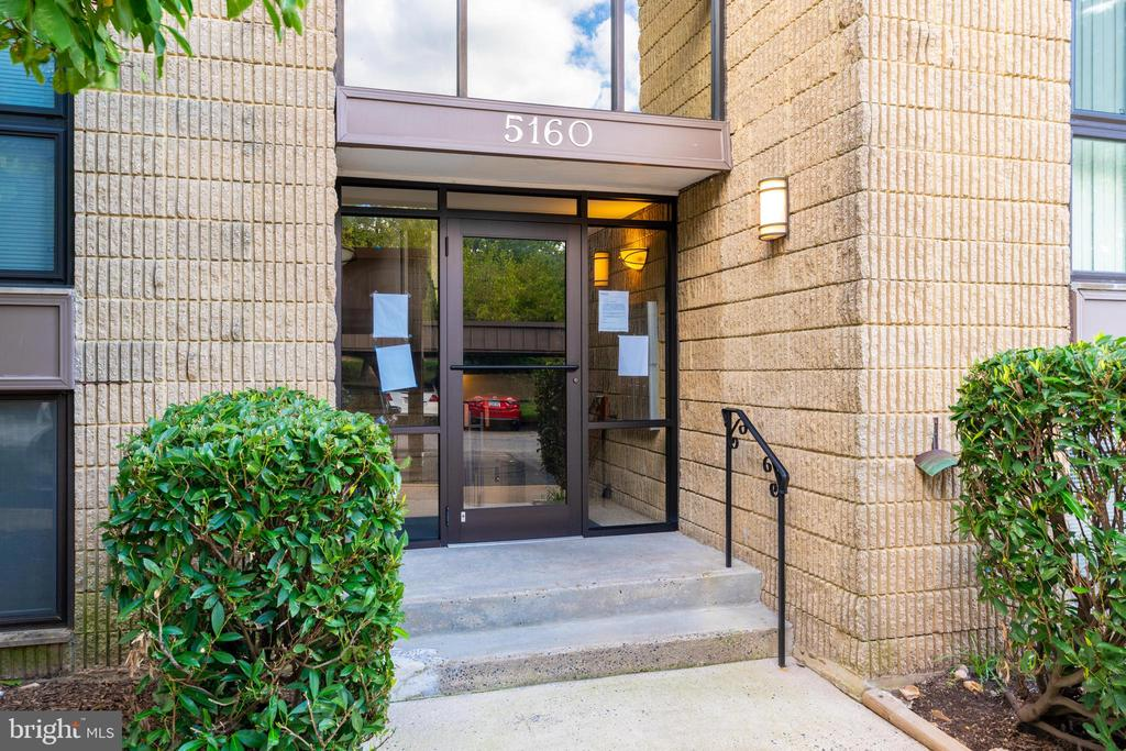 Front of building entrance - 5160 MARIS AVE #100, ALEXANDRIA