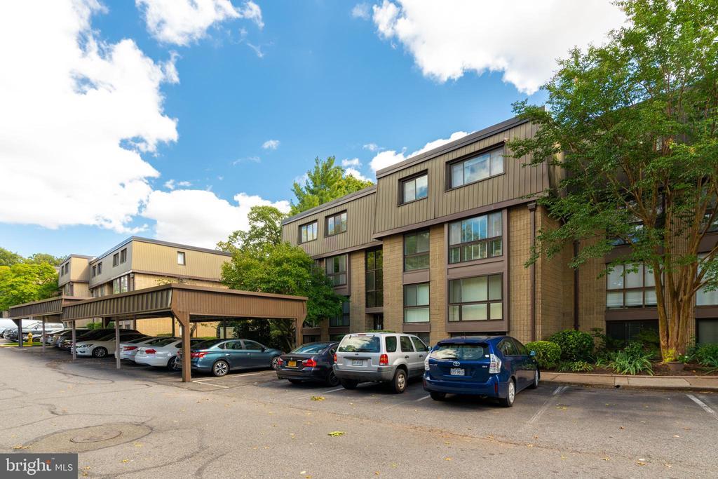 Front of building & parking lot - 5160 MARIS AVE #100, ALEXANDRIA