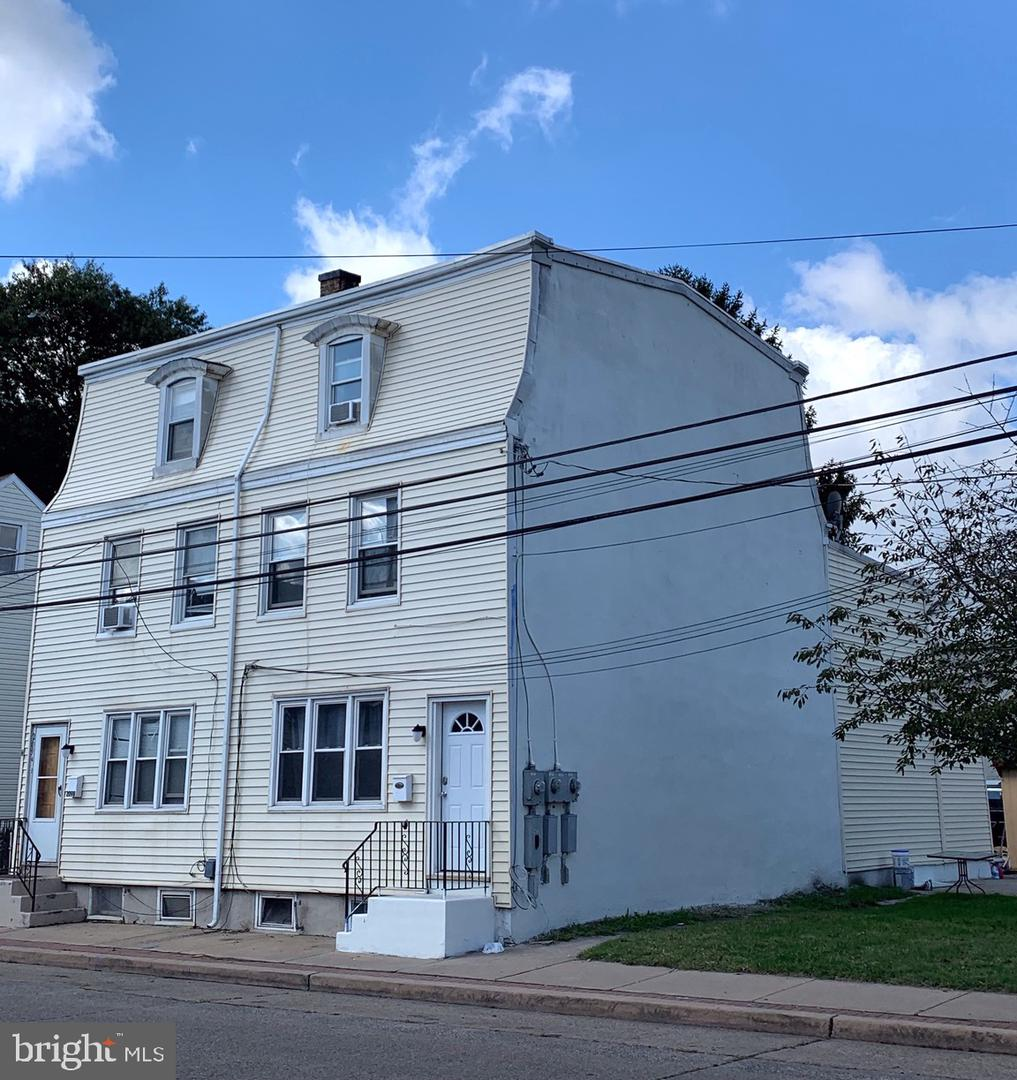 Triplex for Sale at Gloucester City, New Jersey 08030 United States