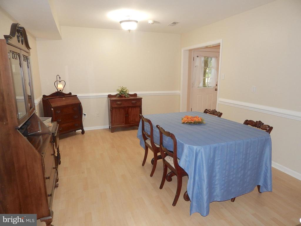 Dining Room-doorway into Kitchen and Addition - 6012 BATTLEFIELD GREEN DR, FREDERICKSBURG