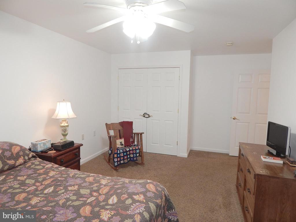 Main level Bedroom, alternate view of closet - 6012 BATTLEFIELD GREEN DR, FREDERICKSBURG