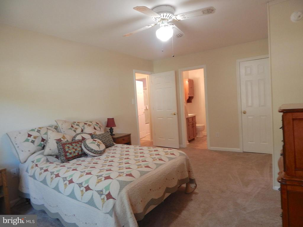 Primary  BR upstairs; Full Bath and Walk-in Closet - 6012 BATTLEFIELD GREEN DR, FREDERICKSBURG