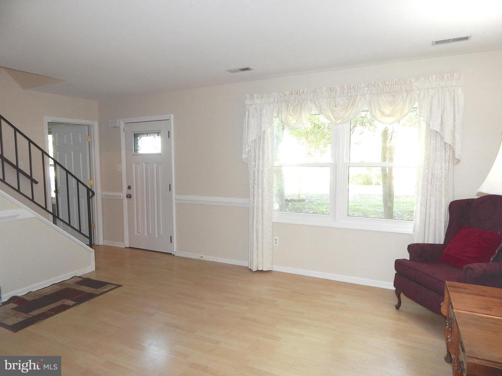 View of Living Room to Front Door, from Dining Rm - 6012 BATTLEFIELD GREEN DR, FREDERICKSBURG