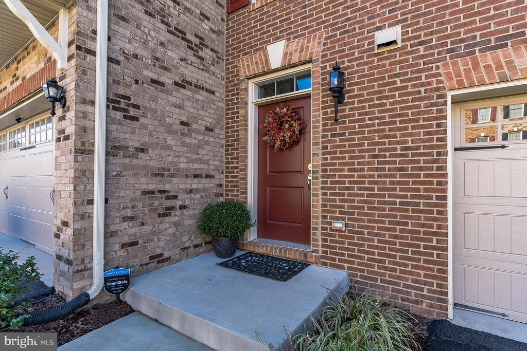 Brick front interior town home - 42609 LISBURN CHASE TER, CHANTILLY
