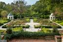 English colonial gardens with boxwood and roses - 7979 E BOULEVARD DR, ALEXANDRIA