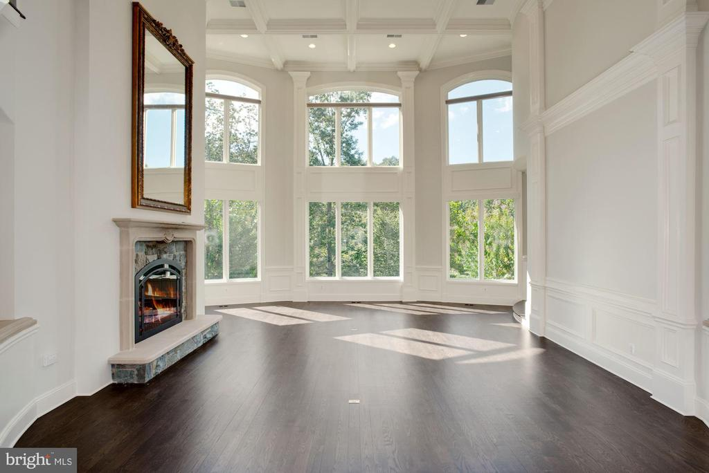 2-Story Great Room - 7853 LANGLEY RIDGE RD, MCLEAN