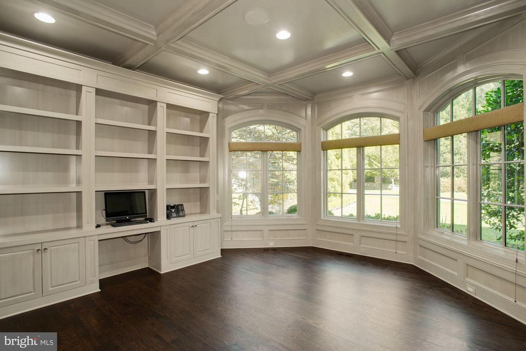 Study/ Library - 7853 LANGLEY RIDGE RD, MCLEAN