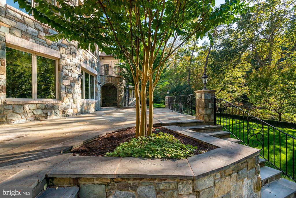 Patio - 7853 LANGLEY RIDGE RD, MCLEAN