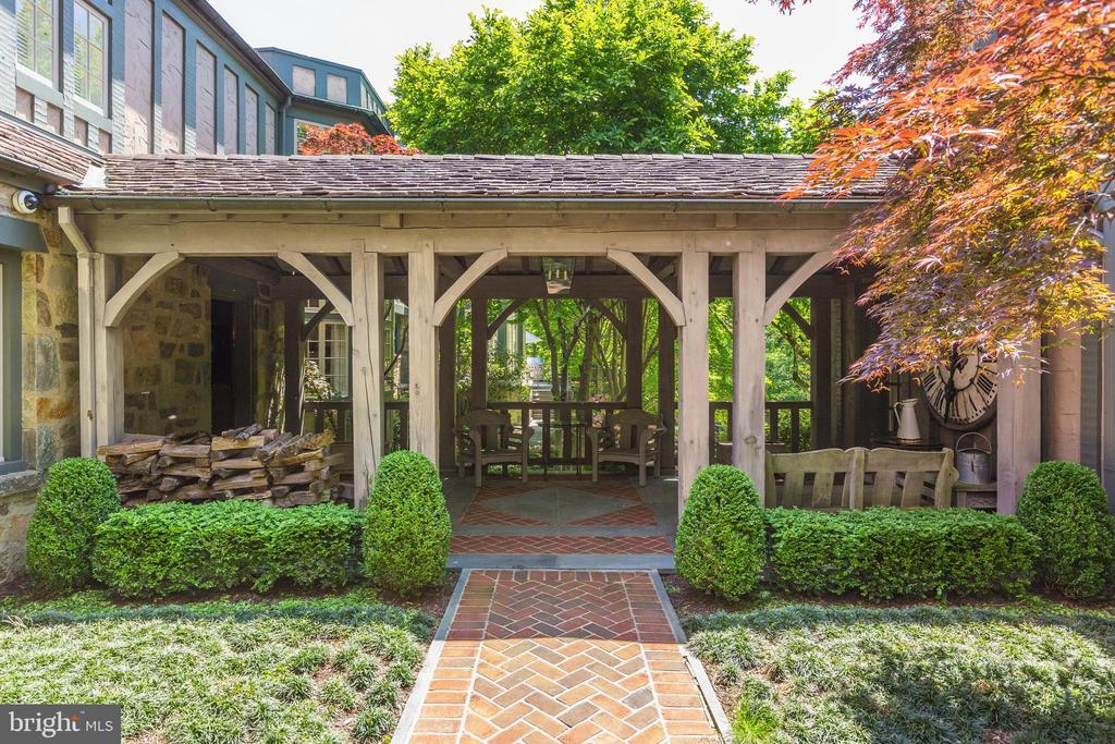 Charming Covered Breezeway - 4400 GARFIELD ST NW, WASHINGTON
