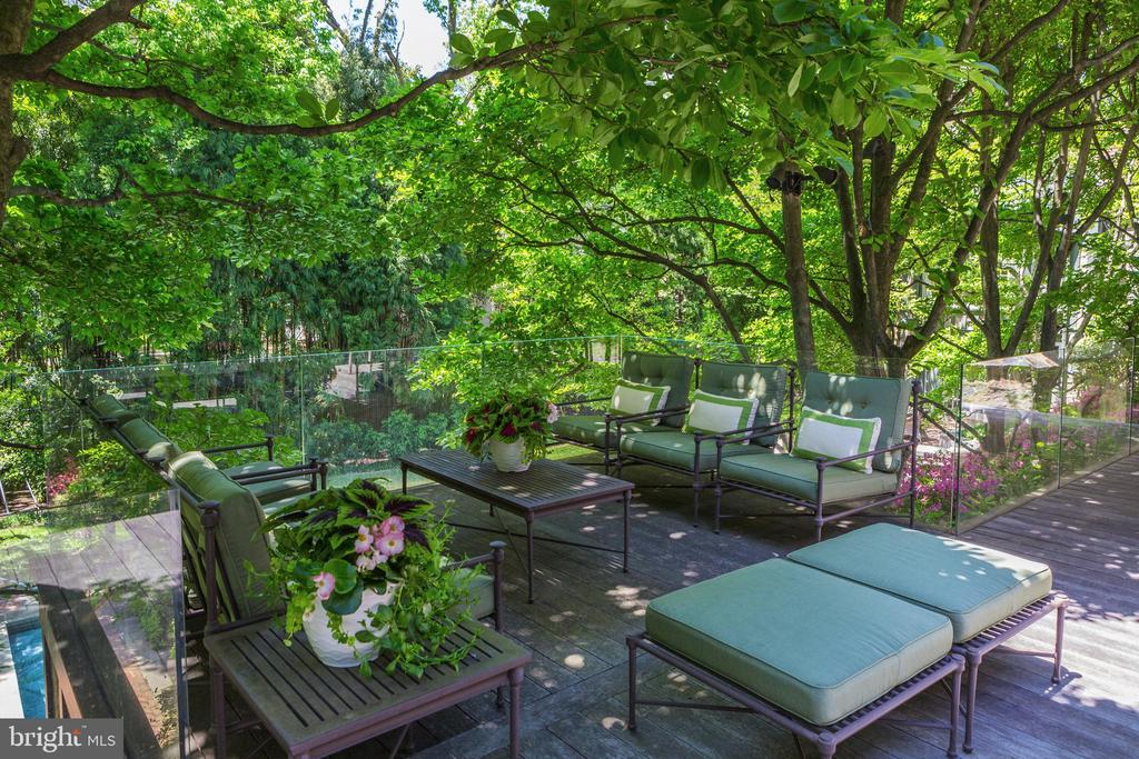 Ample Outdoor Seating Areas - 4400 GARFIELD ST NW, WASHINGTON