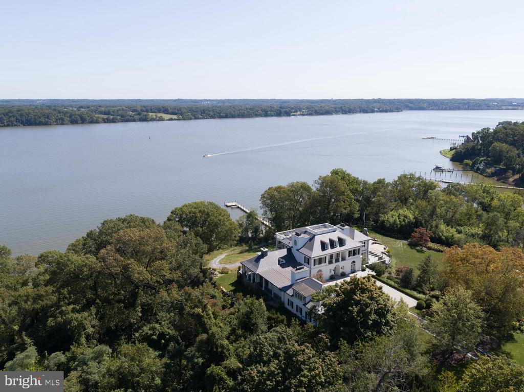 Waterfront estate - 7979 E BOULEVARD DR, ALEXANDRIA