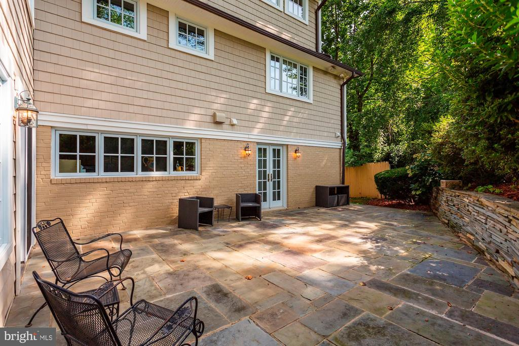 Stone patio - 3540 N VALLEY ST, ARLINGTON