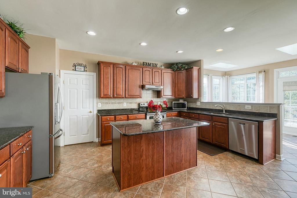 Granite counter tops - 116 CHRISWOOD LN, STAFFORD