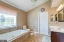 Primary luxury bath w/ jetted tub and 2 closets - 116 CHRISWOOD LN, STAFFORD