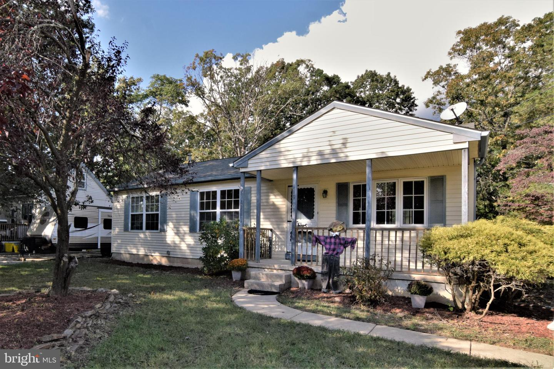 Single Family Homes pour l Vente à Pine Hill, New Jersey 08021 États-Unis