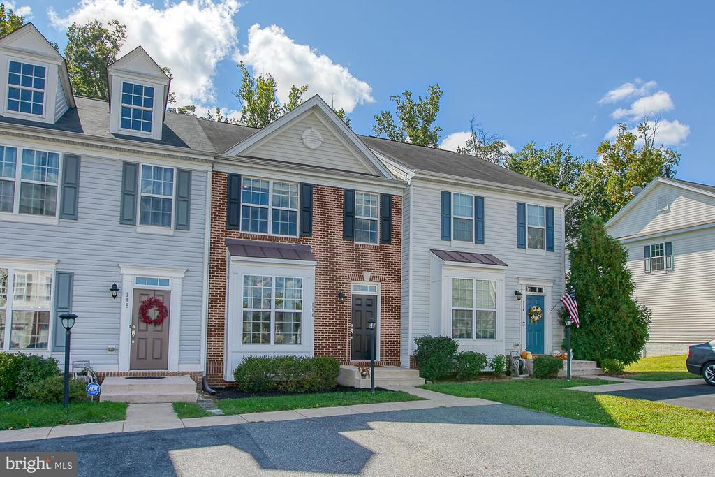 Gorgeous brick front with bay window - 116 MACON DR, STAFFORD