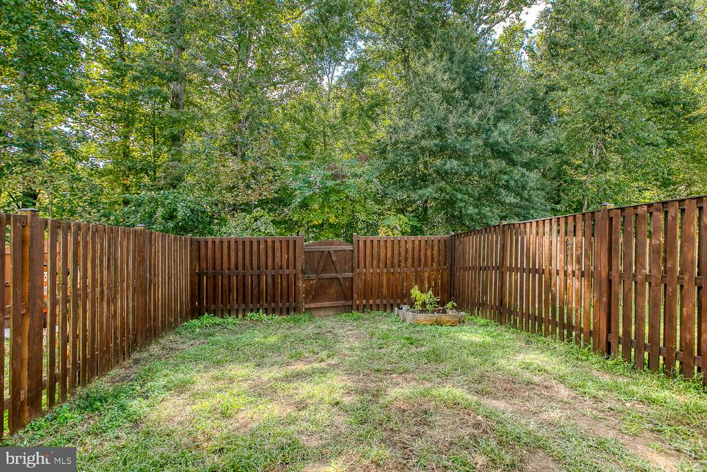 Privacy fence - 116 MACON DR, STAFFORD