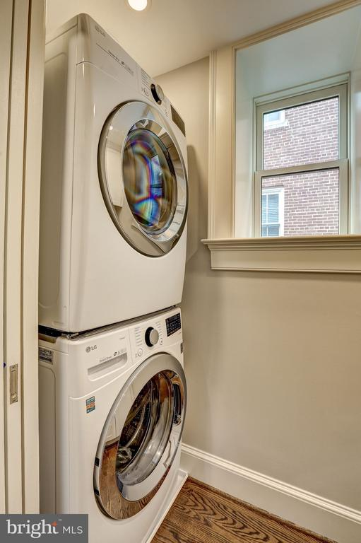 Washer & Dryer - 216 8TH ST NE #1, WASHINGTON