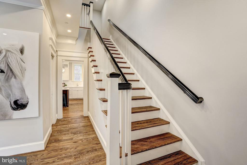 Main Staircase - 216 8TH ST NE #1, WASHINGTON