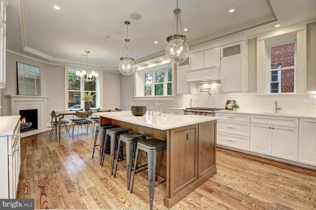 With Room for Seating - 216 8TH ST NE #1, WASHINGTON