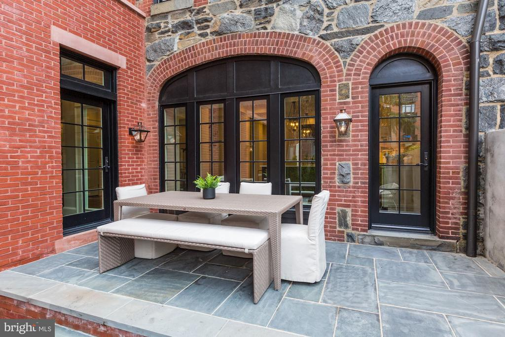 Perfect for Al Fresco Dining - 216 8TH ST NE #B, WASHINGTON