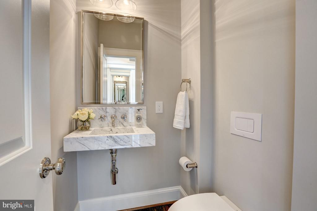 Powder Room - 216 8TH ST NE #B, WASHINGTON