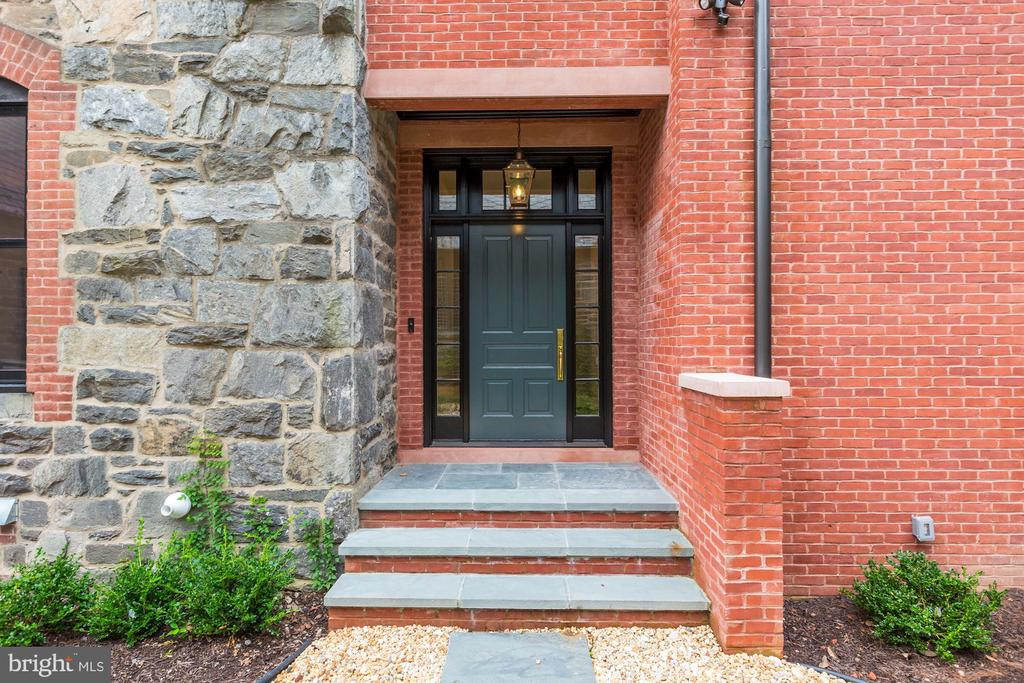 Welcome to Downing House #2 - 216 8TH ST NE #B, WASHINGTON