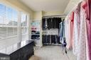 Large walk in closet with built-ins - 43121 FLING CT, BROADLANDS