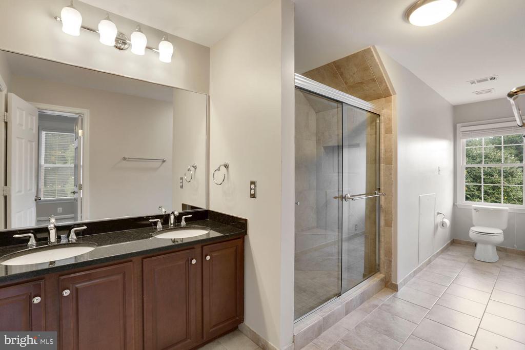 Second master bath upstairs - 43121 FLING CT, BROADLANDS