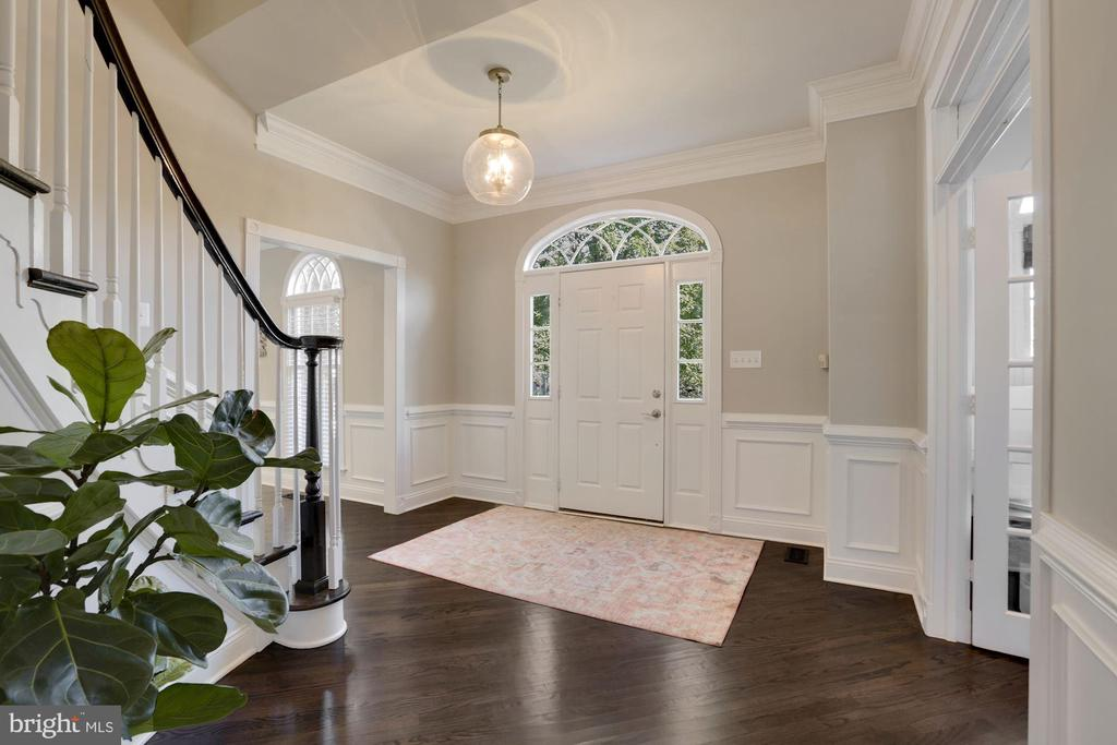 Intricate molding throughout the home - 43121 FLING CT, BROADLANDS